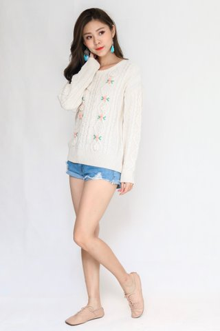 Bed of Roses Pullover In Cream