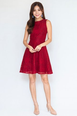 Patton Detachable Collar Lace Dress In Red