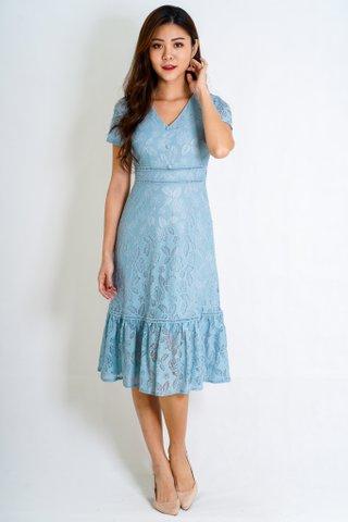 Emmy Lace Sleeve Dress In Ash Blue (Size L)
