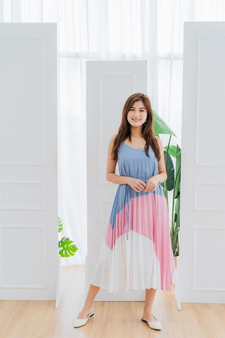 Alara Pleated Dress In Blue/Pink