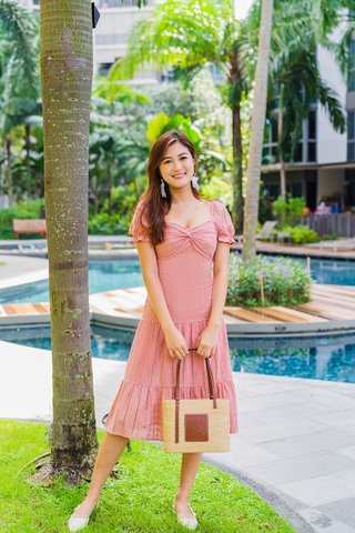 Noelle Ruched Tier Midi Dress In Powder Pink