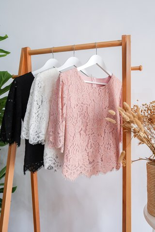 Vanessa Lace Flutter Sleeve Top In Black