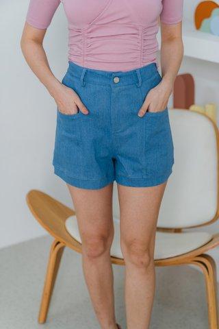 Regina Denim Pockets Shorts In Light Wash
